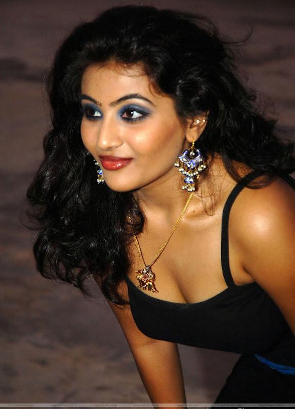 Actress Aarti Hot Stills gallery pictures