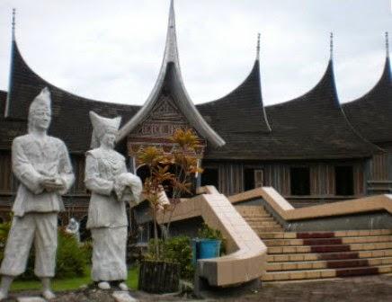 Gedung Tri Arga/Istana Bung Hatta