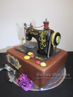 maquina costura feita em bolo