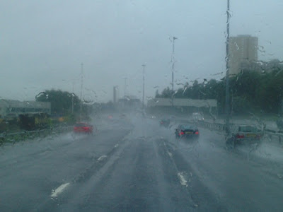 >Heavy Rain soaks Scotland creating difficult driving conditions