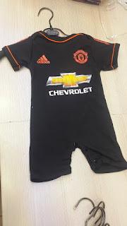 gambar detail jumper bayi terlengkap di jakarta toko online terpercaya Jumper Manchester United warna hitam terbaru musim 2015/2016