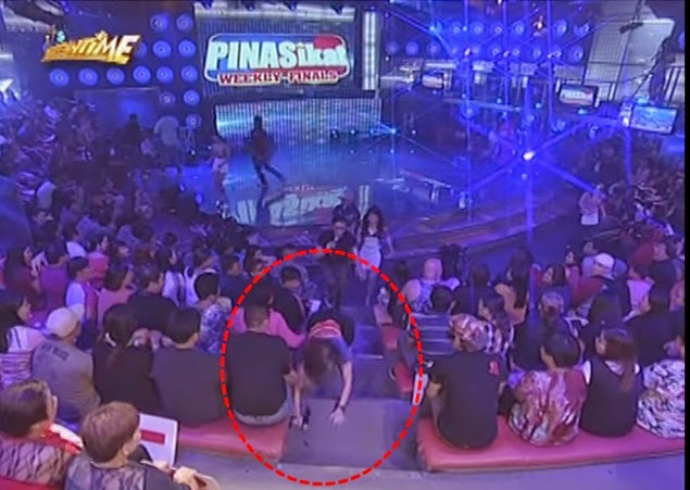 Anne Curtis stumbles on It's Showtime stairs