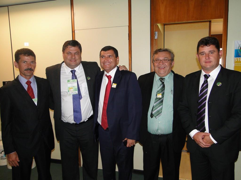 Arlei (último à direita) com os prefeitos de Silva Jardim, Cachoeiras de Macacu e de Itaboraí em Brasília: parceria para soluções de problemas comuns