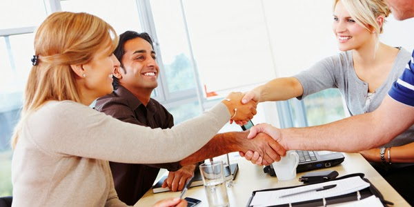 5 prostych trików na zrobienie dobrego wrażenia, czyli czym punktują Amerykanie przy pierwszym spotkaniu?