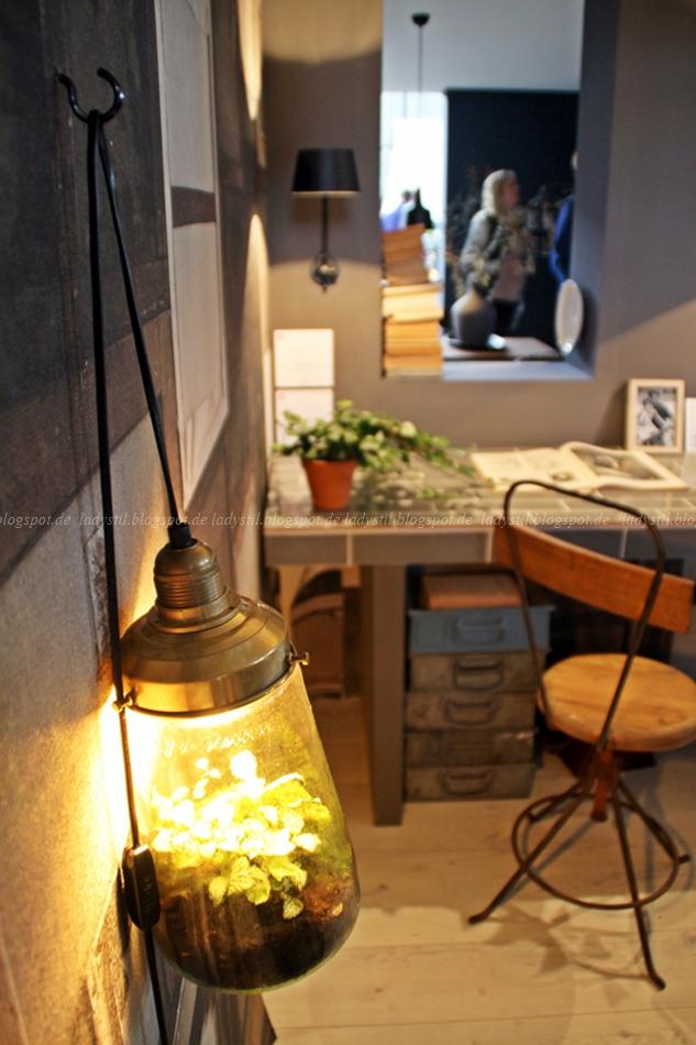 Urban Jungle auf der messe Amsterdam vt wonen en design beurs 2015 mit Pflanze in einer leuchtenden Lampe