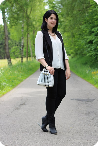 Heart and Soul for Fashion, Fashionblog, Modeblog, Stylediary, Outfit, Inspiration, Handbag, Accessoires, Trendpiece, Shopping, Trend, New In, Fashion, Style, Styling, Black'n'White, Bucket Bag, Long Vest
