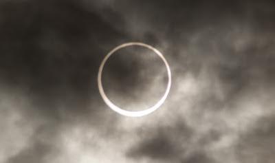gerhana matahari cincin tampak jelas