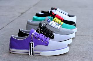 FOTO SNEAKERS Tips Perawatan Sepatu Sneakers Praktis