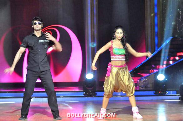 Karan Wahi Jhalak Dikhhla Jaa 5 - (4) - Salman & Katrina on the sets of 'Jhalak Dikhhla Jaa 5'