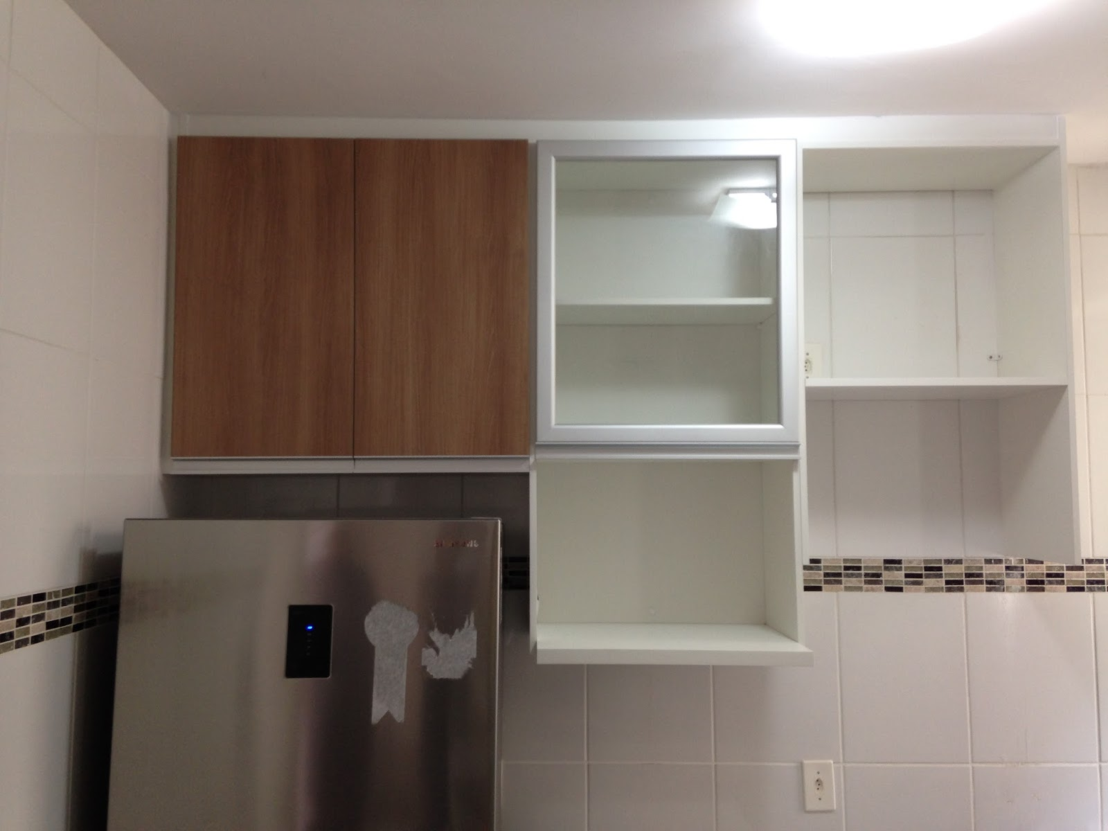 Lopes Armários Planejados Cozinha  (Padrão Branco e Noce Amêndoa)  Portas  # Armario De Cozinha Planejado Porta De Vidro