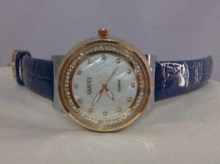 jam tangan gucci bulat biru