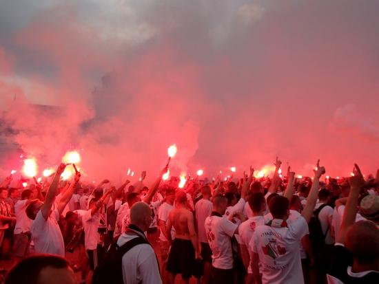 Kibice Legii cieszą się ze zdobycia mistrzostwa Polski 2014 - fot. Tomasz Janus / sportnaukowo.pl