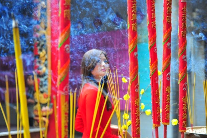 Hotgirl Châu Dương đi lễ chùa đầu năm 6