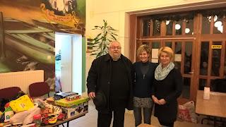 Sereghy János atya, Márkus Barbara és Somogyi Szilvia, a település polgármestere