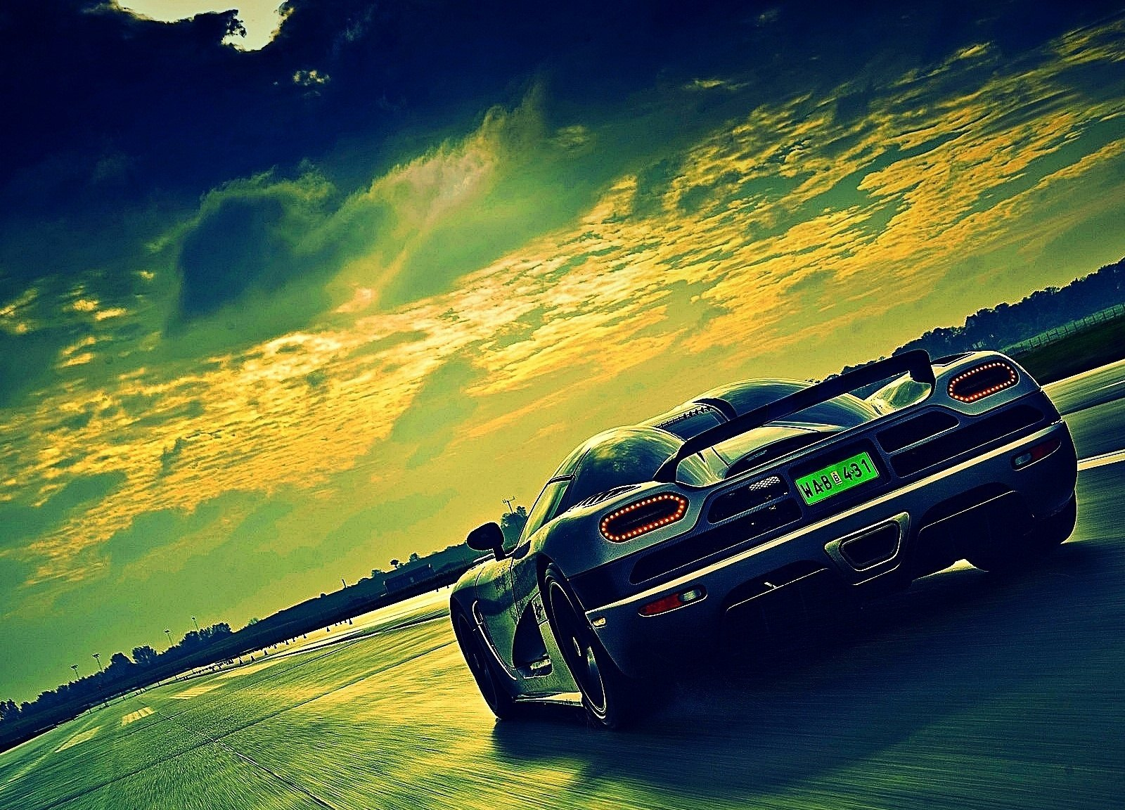 Koenigsegg hd wallpaper wallpaper hot unique wallpapers for Unique wallpaper
