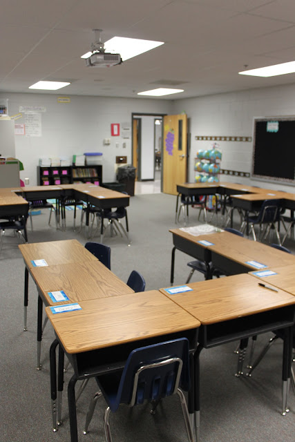 Classroom Workstation Ideas ~ Your teacher s aide u shaped desk arrangement