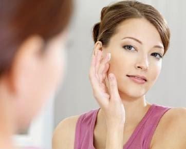 Tanda Tanda Anda Alergi Karena Kosmetik