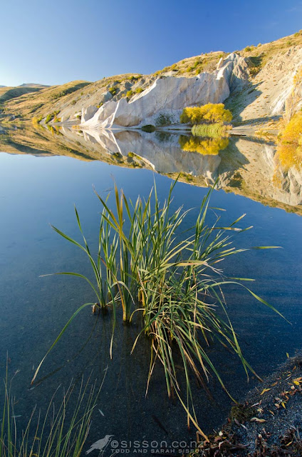 Free iPad Wallpaper Fall Reflections - Blue Lake, St Bathans Central Otago New Zealand