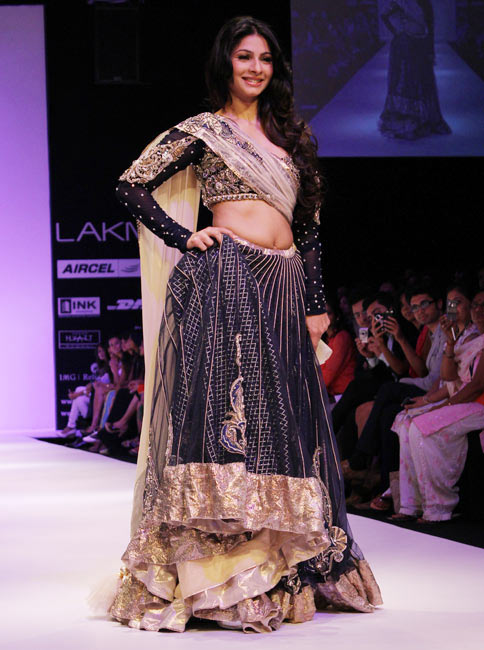 Tanisha for Payal Singhal1 -  Bollywood celebs at Lakme Fashion Week 2012
