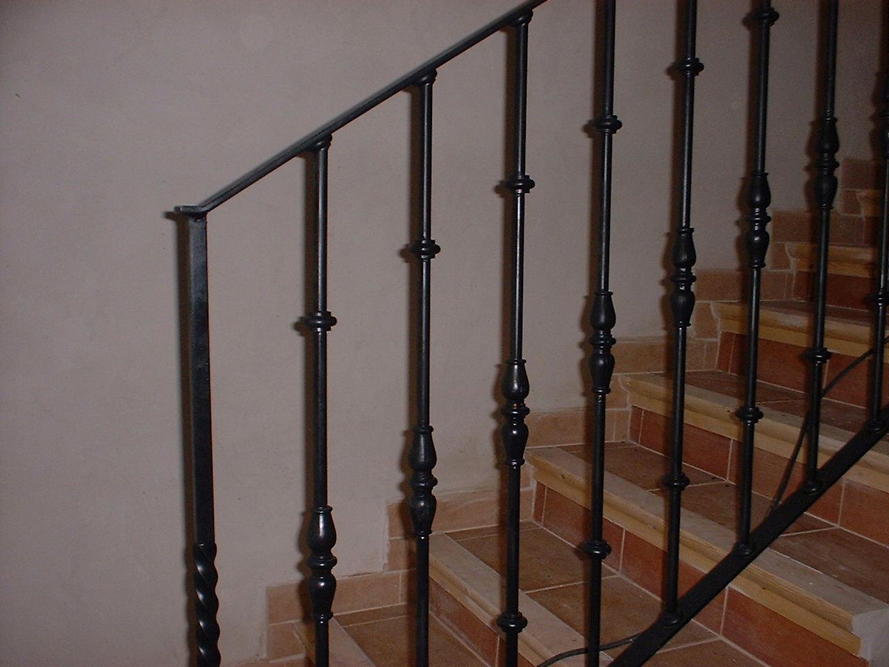 Cerrajeria jugal automatismos cerramientos de hierro de - Cerramientos de escaleras ...