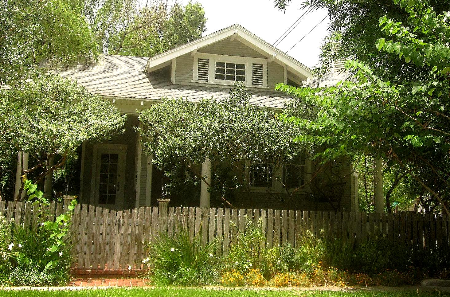 the other houston bungalow front yard garden ideas. Black Bedroom Furniture Sets. Home Design Ideas