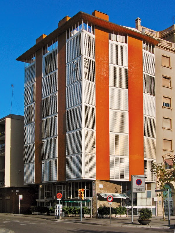 Artchist casa de la marina en barcelona jose antonio coderch - Apartamentos en la barceloneta ...