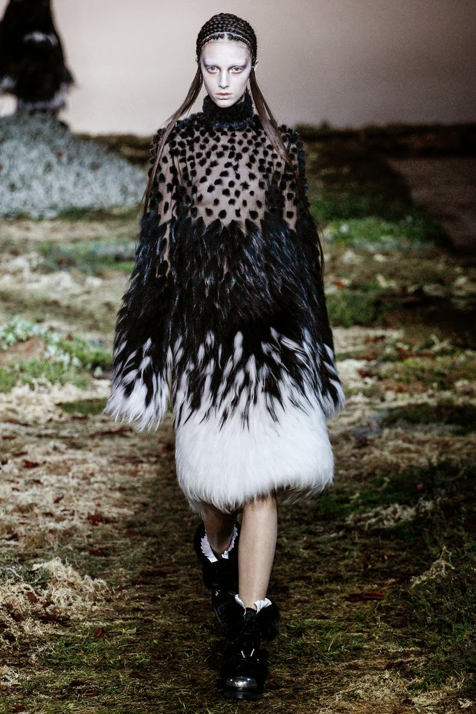 Alexander McQueen Paris Fashion Week Otoño Invierno 2014-2015 32