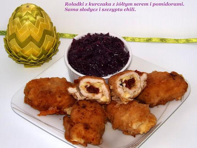 Roladki z kurczaka z żółtym serem i pomidorami.