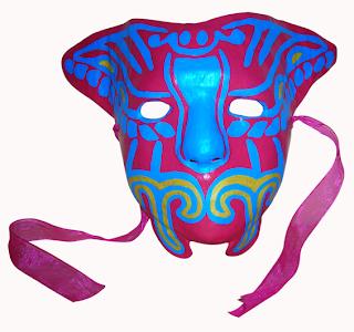 De gelatina la máscara para la persona con alginatnoy por la máscara