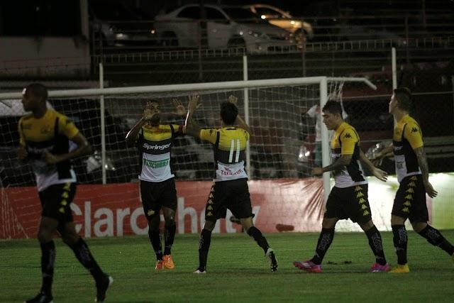 Mesmo com apagão, Criciúma vence com goleada na estreia