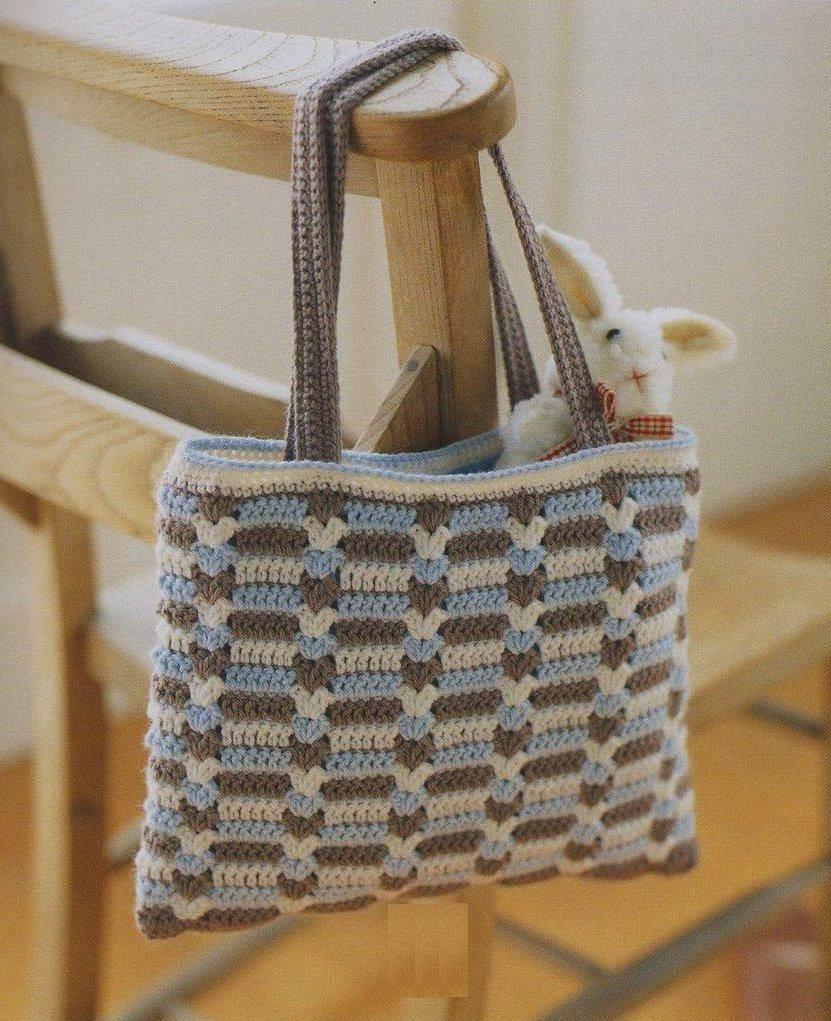 Cartera tejida al crochet en tres colores - con diagrama y patrón