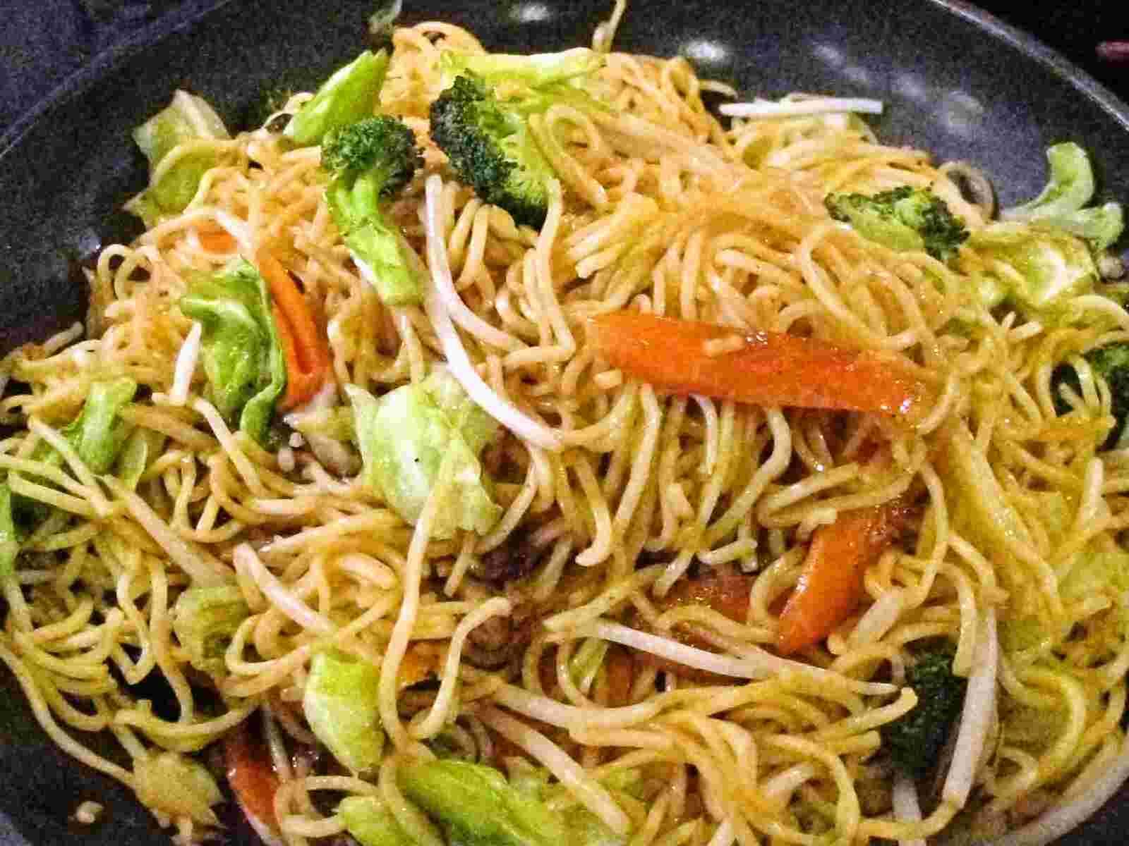 Yasai yakisoba, shoyu-aji / fried noodles with vegetables, soy sauce ...