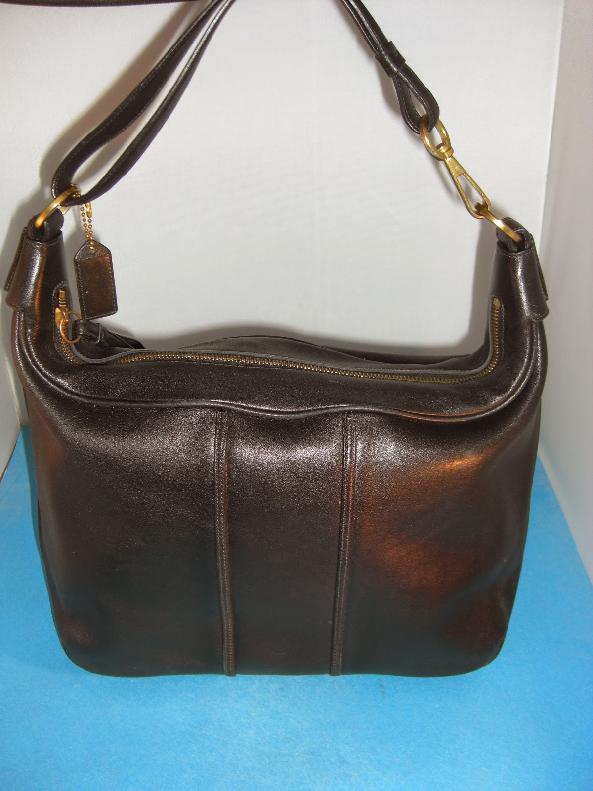 http://bargaincart.ecrater.com/p/22119265/authentic-coach-black-leather-c1s-6951