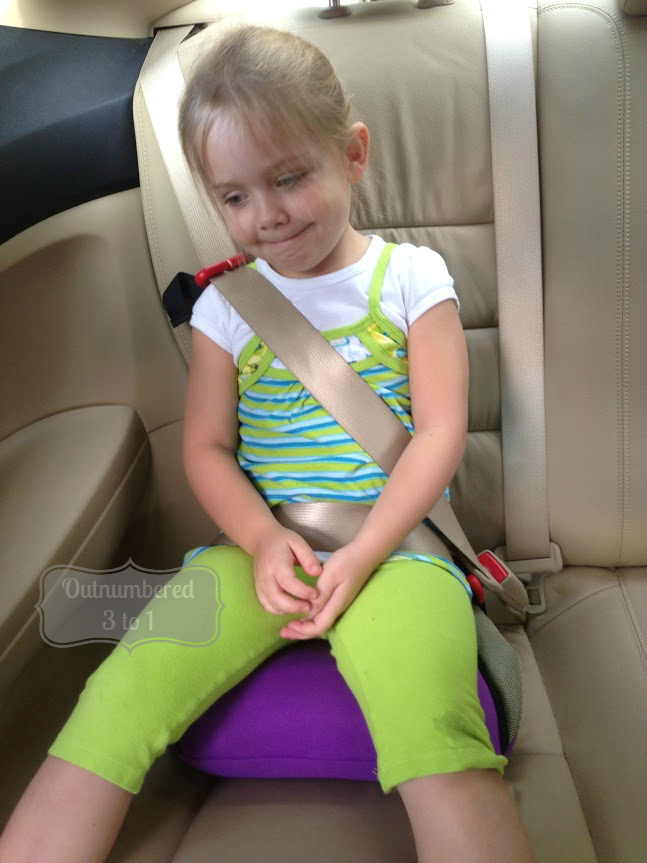 BubbleBum Booster Seat Review - Outnumbered 3 to 1