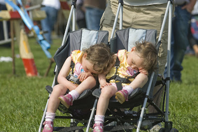 Two little girls sleeping - Dos peques durmiendo