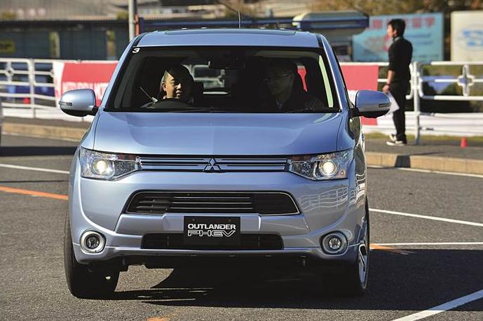 Mitsubishi Outlander Electric Car Model