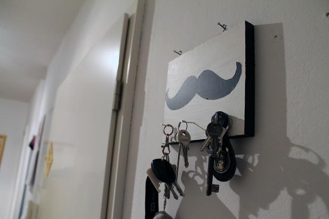 KuneCoco • DIY * Fertiges Moustache Schlüsselbrett
