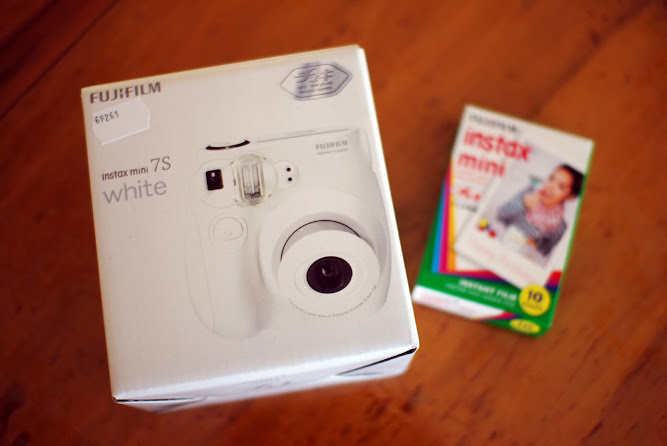 Fujifilm Instax mini 7s White Polaroid Camera unboxing