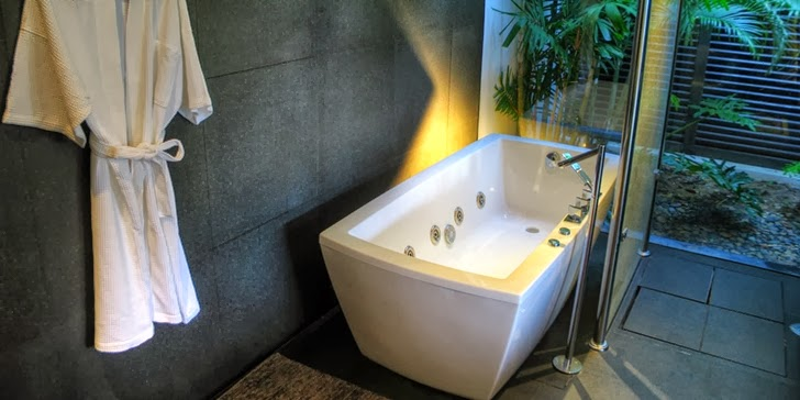 Bathtub in an Amazing contemporary Villa Yin in Phuket