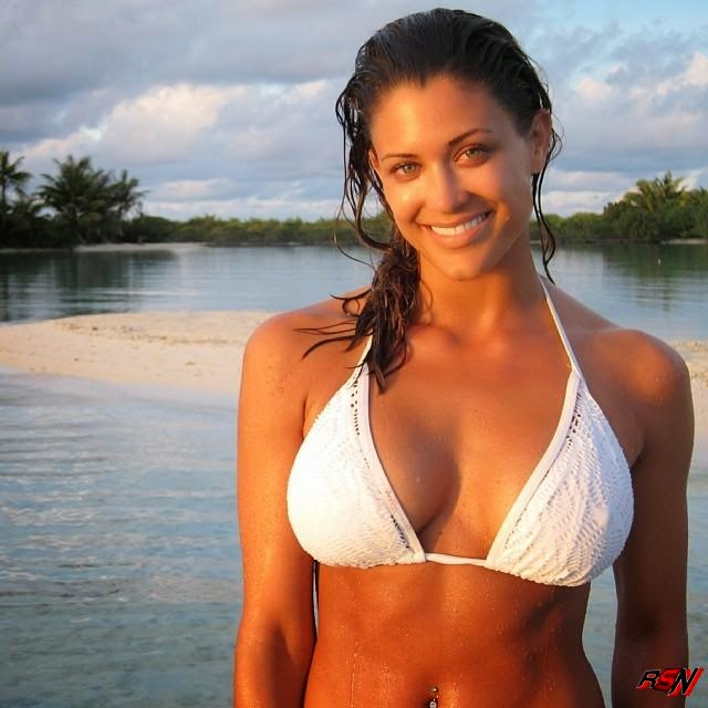Eve Torres Hot WET Bikini Photo.