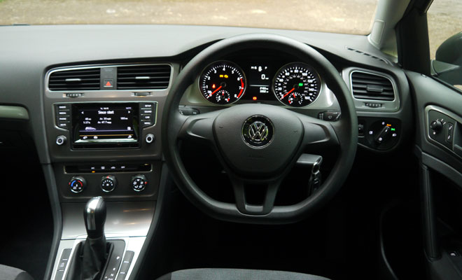 VW Golf 7 S 1.2 TSI DSG cockpit