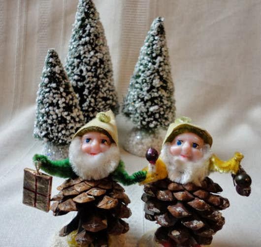 Duendes navide os con pi as - Manualidades navidad con pinas ...