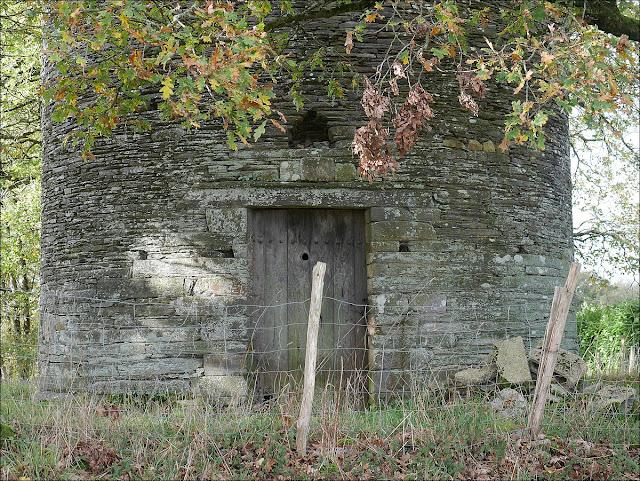 Le pied du Moulin de la Grée, à Renac.