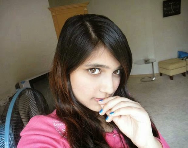 Cute Pakistani Desi Girls Looking Hot Pictures