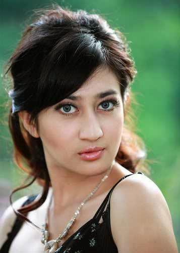 Gambar Helmalia Putri