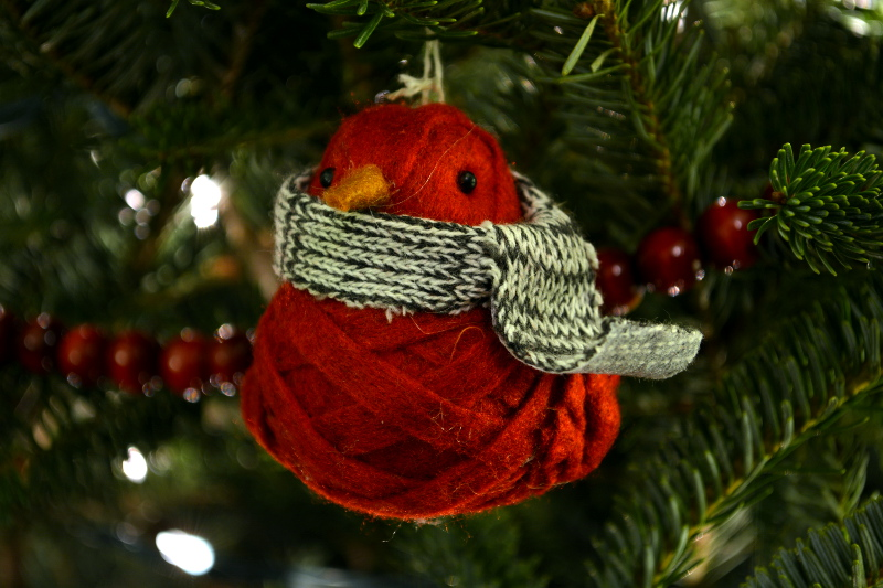 cozy birdhouse | bird in a scarf christmas ornament