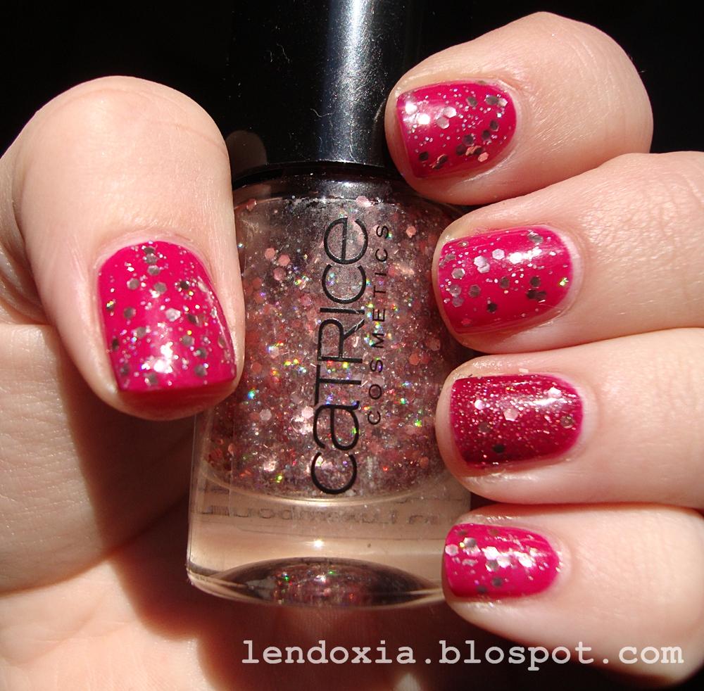 roza glitterasta bozicna manikura