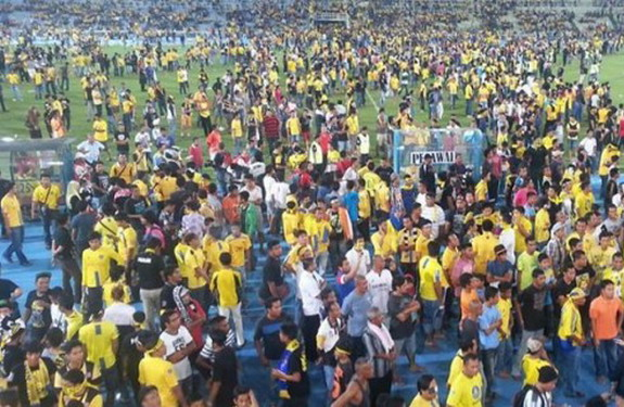 The Malaysian FA Cup semifinal between Johor Darul Takzim and Pahang was marred by violence