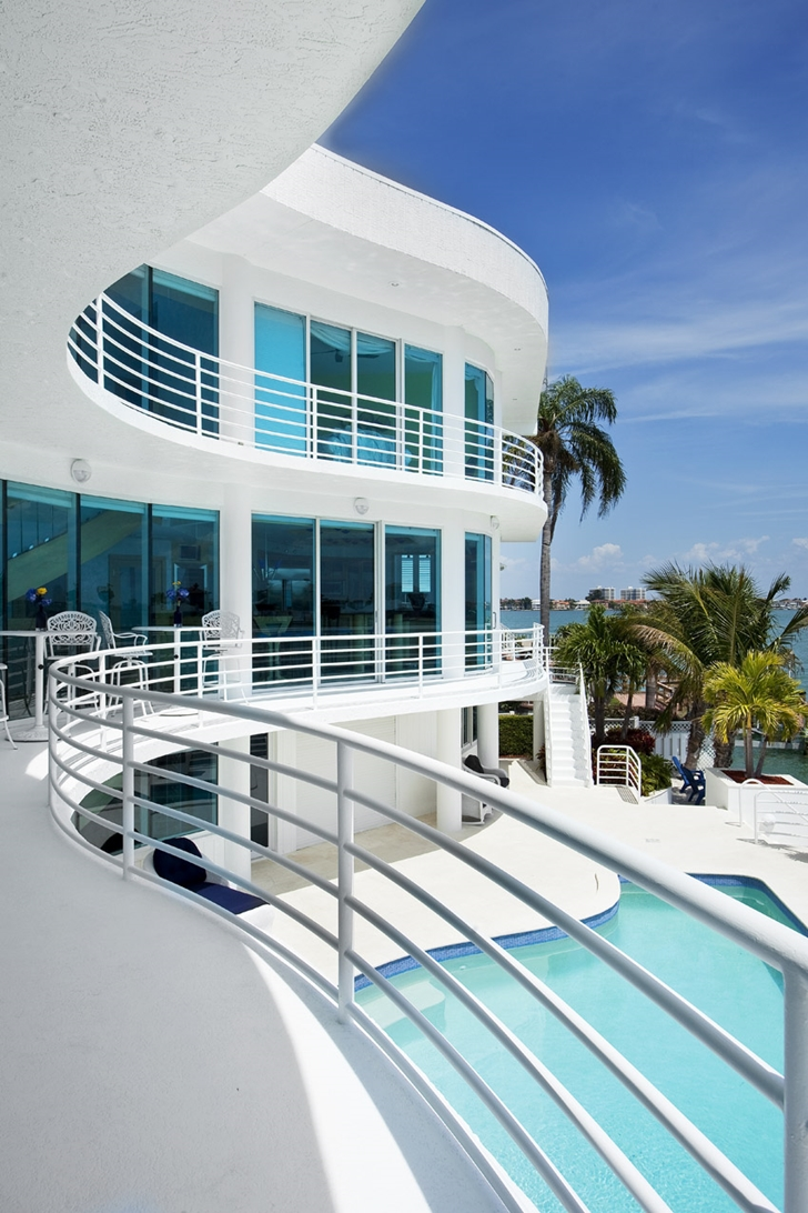 Balcony of Modern villa in Tampa Bay