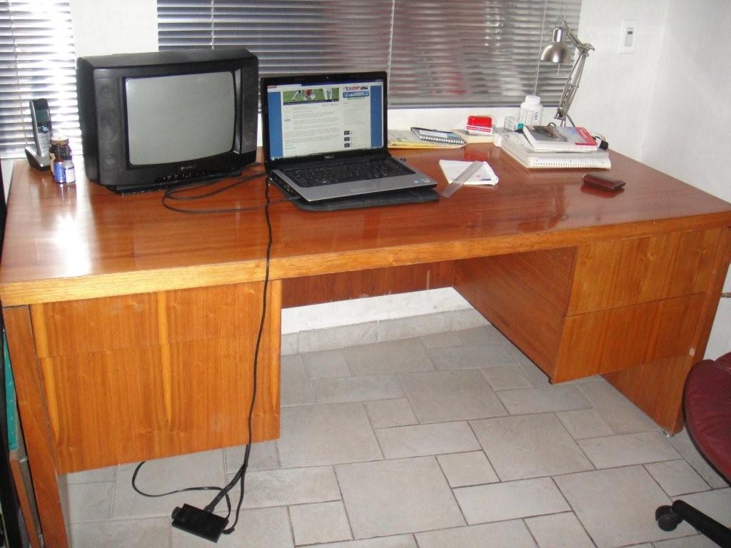 escritorio y credenza de encino madera solida nada que ver con los escritorios de aglomerado que se venden ahora